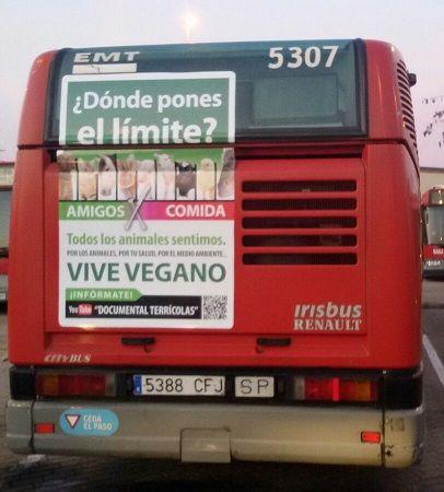 Publicidad vegana en un autobús